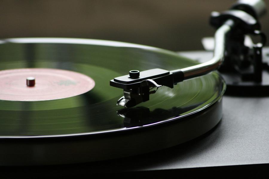 Vinyl-Schallplatten richtig pflegen: Schutz vor Staub