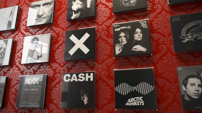 Magic Vinyl Display von Wag the Wall,